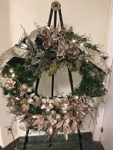 Champagne wreath full s300