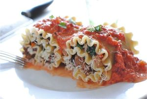 Spinach red pepper lasagna roll s300