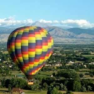 Fair winds colorful balloon with mountains s300
