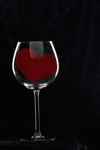 Wineglass heart s300