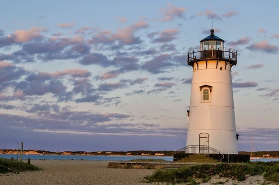 Marthas vineyard lighthouse1 s550
