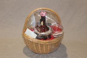Royal poochie wine basket s300