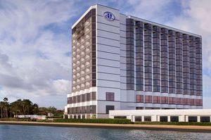 Hilton houston exterior s300