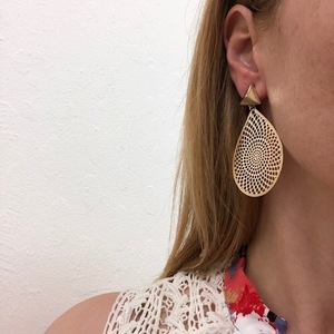 Gold fan earrings s300
