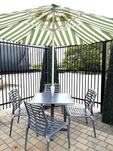 Tribeca dining set w umbrella s300