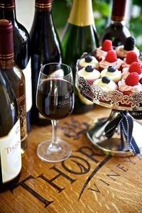 Thorn hill vineyards tasting room pic s300
